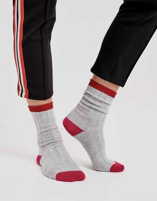 Socke Yanna color true red